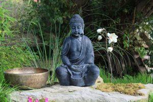 buddha-simon-hauber-klangschalenwelt-garten-klangschale